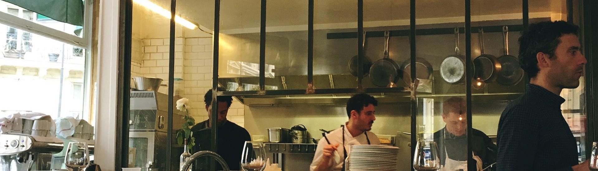 Caillebotte のオープンキッチン