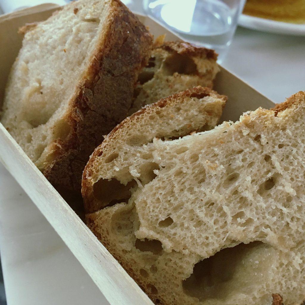 ライ麦っぽいパン @ Caillebotte